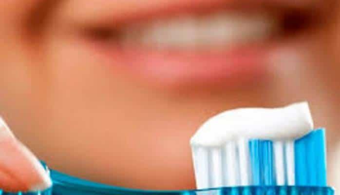 Məşhur həkim açıqladı: Dişlərinizi vaxtlı-vaxtında fırçalamasanız...