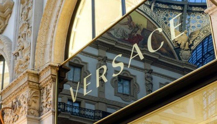 Американский бренд покупает дом моды Versace