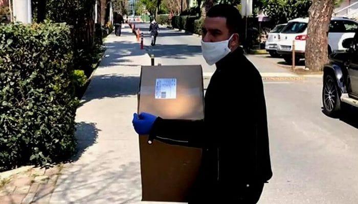 Arda Turan sözünü tutu! 100 bin maske ihtiyaç sahiplerine dağıtıldı