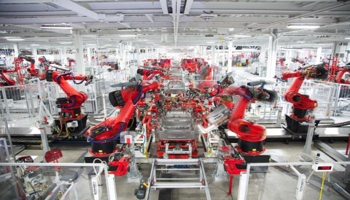 İlon Mask Tesla fabriklərində ağciyər havalandırma cihazları düzəltmək barədə danışıb