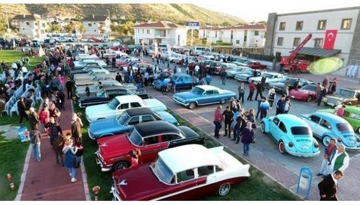 Türkiyədə klassik avtomobil həvəskarları bir araya gəldi