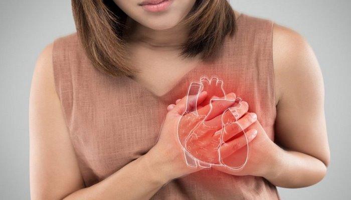 Kürəyin arxasından tutan ağrıların 7 səbəbi – Ürəkdir, yoxsa...?