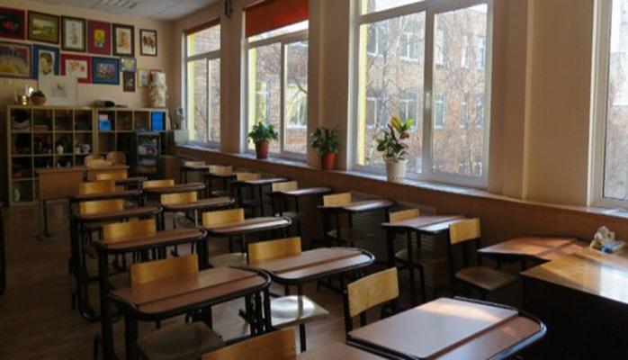 В школах Азербайджана на два дня приостанавливаются занятия