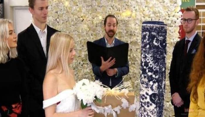Sonunda bu da oldu - İngiltərəli qadın xalça ilə evləndi...