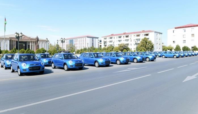 Müharibə veteranlarına yeni avtomobillər verilib