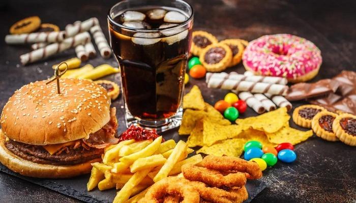 """Bizi Yavaş Yavaş Öldüren """"Fast Food"""" Hakkında Görmezden Gelinen Gerçekler: Fast Food Ne Demek? Neden Bu Kadar Fazla Fast Food Tüketiyoruz?"""