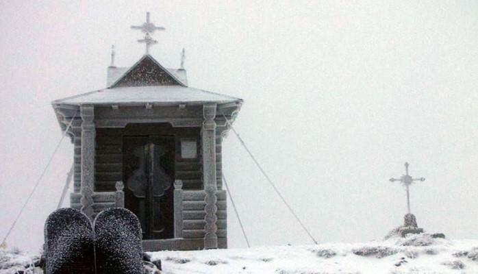 Ukraynaya ilk qar yağdı: 200-dən çox yaşayış məntəqəsi işıqsız qalıb