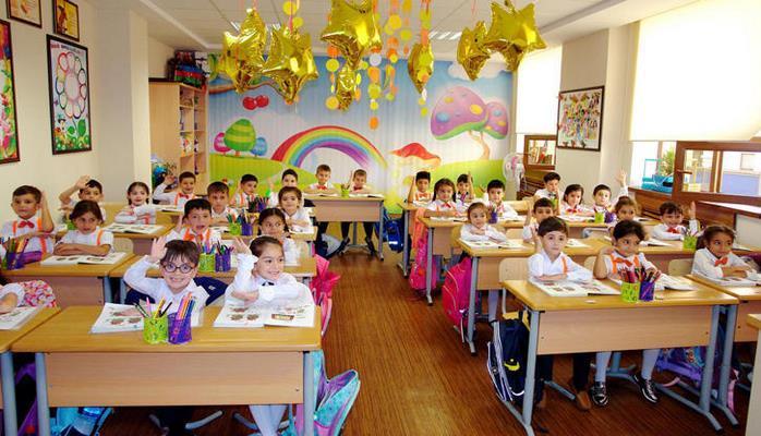 В Азербайджане начался электронный прием учеников в I классы