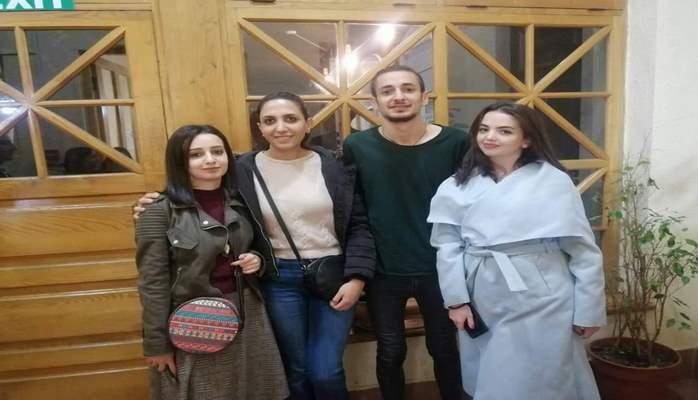 Azərbaycanlı jurnalist ermənilərlə bir arada