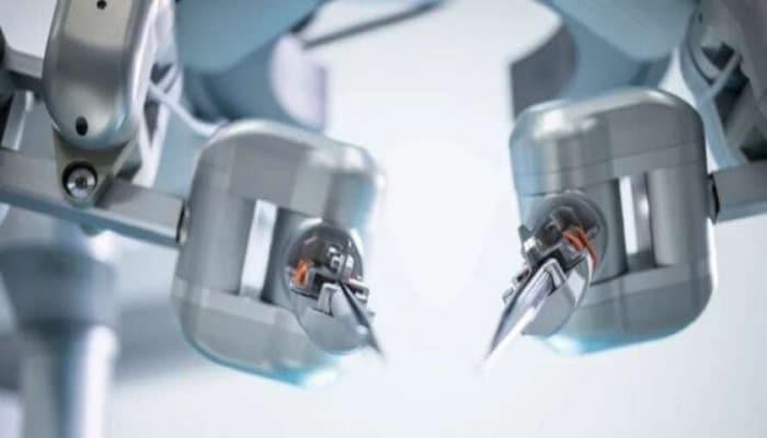 Ученые создали робота, способного сшивать сосуды
