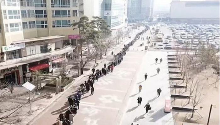 Cənubi Koreyada minlərlə insan tibbi maska üçün növbəyə durdu