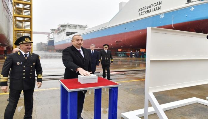 Prezident İlham Əliyev Bakı gəmiqayırma zavodunda inşa olunmuş ilk tankerin istismara verilməsi mərasimində iştirak edib