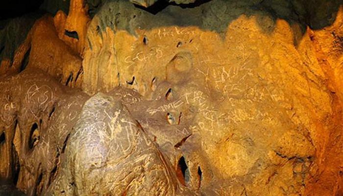 3 milyon yaşı olan mağaranın divarlarını yazdılar