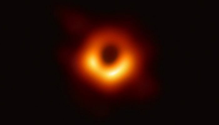 İlk kara delik görüntüsü yayınlandı! Kara delik (black hole) nedir?