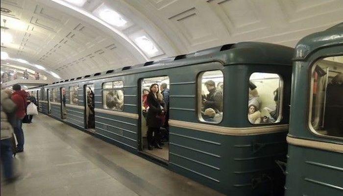 В поезде бакинского метро произошло задымление