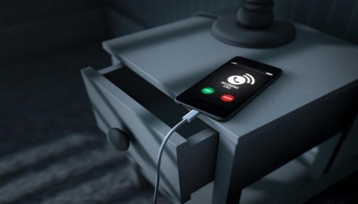 Эксперт рассказал, можно ли держать смартфон на зарядке всю ночь