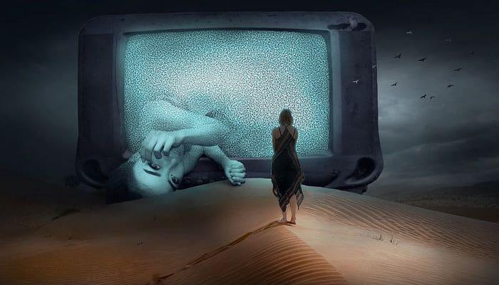 Ученые рассказали, почему нельзя засыпать под работающий телевизор