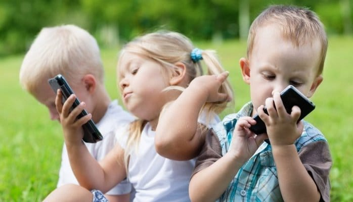 Mobil telefon uşaqların diqqətini və yaddaşını zəiflədir – Mütəxəssislər təhlükəyə işarə edirlər