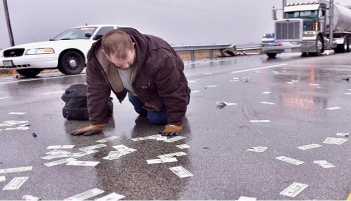 "ABŞ-da ""dollar yağışı"" yağdı"