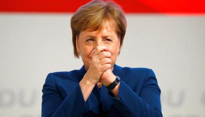 Merkel 23 il öncə aldığı paltarı geyərək hər kəsi heyran qoydu