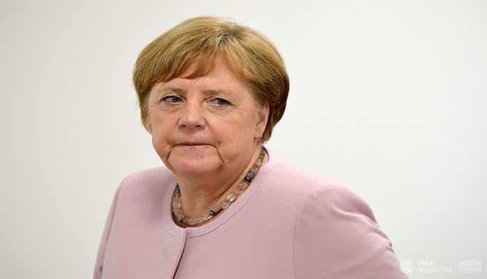 Merkel 1.5 saat jurnalistlərlə söhbət etdi