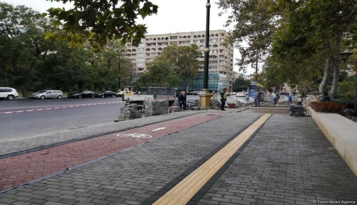 На всех тротуарах Баку будет тактильная плитка для людей с нарушениями зрения
