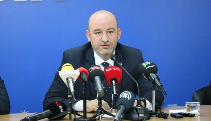 AK Parti il başkanı istifa etti