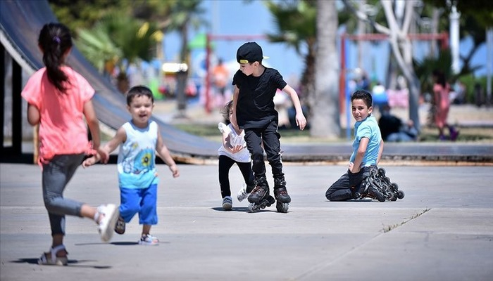 'Çocukları güneş çarpmasından koruyun' uyarısı