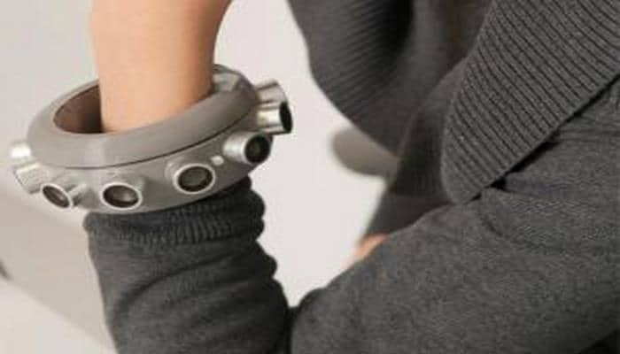 Yeni bilərzik istifadəçinin ətrafındakı mikrofonların səsini batırır