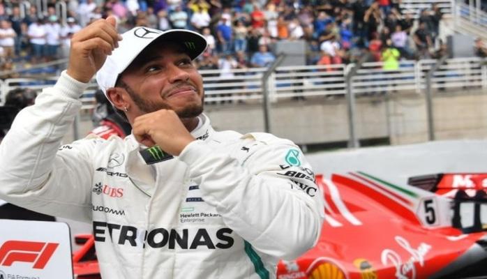 Lüis Hemilton 'Ferrari'yə keçəcəyini istisna etməyib