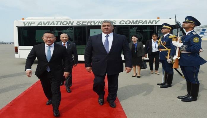 Президент Монголии прибыл с рабочим визитом в Азербайджан