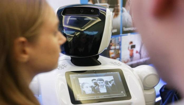 Rusiyanın Daxili İşlər Nazirliyində robot polislər xidmətə başlaya bilər