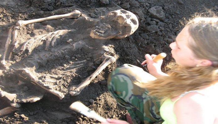 В Монголии ученые обнаружили скелет женщины-воина 14 века без зубов