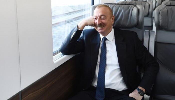 İlham Əliyev qatarla Pirşağıya getdi
