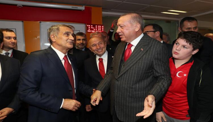 Ərdoğan Türkiyə millisinin paltardəyişmə otağında