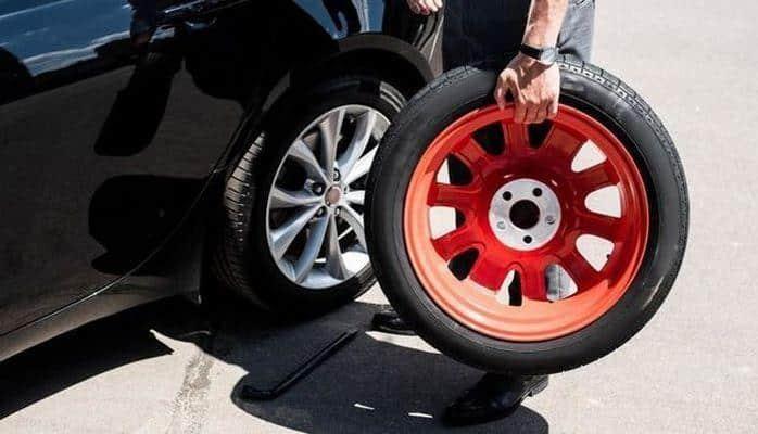 Aşqabadda avtomobillərdə rəngli disklər qadağan edildi