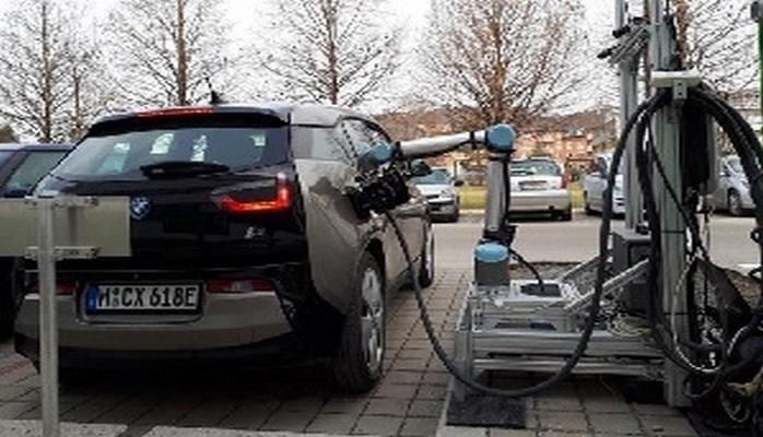 Avstriyada elektrik avtomobillərinin modelini müəyyənləşdirərək onu enerji ilə dolduran robot hazırlanıb