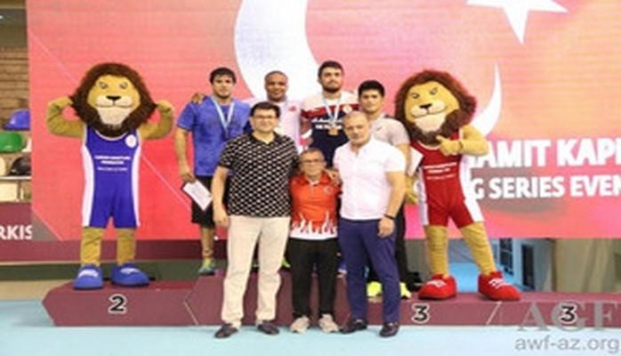 Azərbaycan güləşçiləri İstanbulda 5 medal qazanıblar