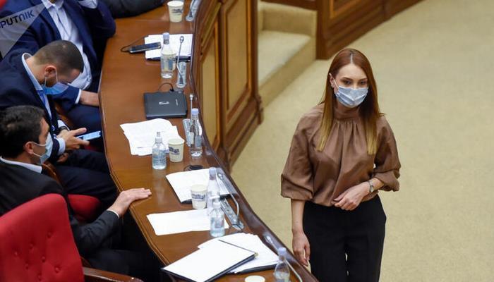 Ermənistanda qanunverici hakimiyyət darmadağın olur - Paşinyanın deputatlarından ŞOK HƏRƏKƏT