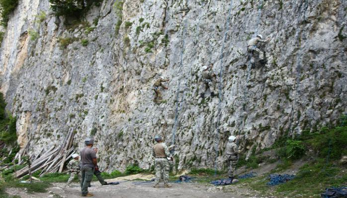 Азербайджанские военнослужащие участвуют в курсах горной подготовки в Грузии