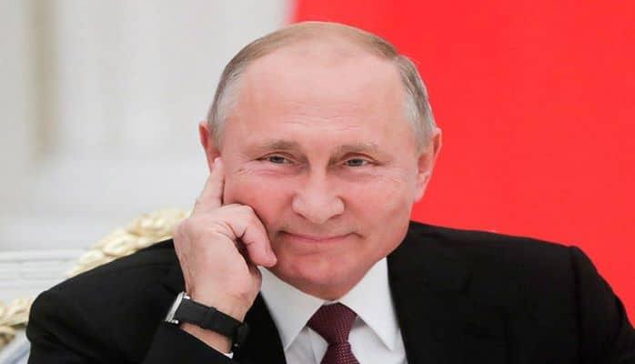 Putinin vizit kartı iki milyona satıldı