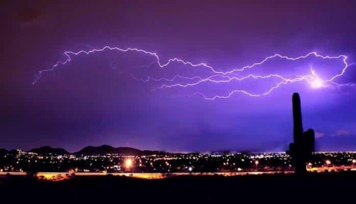 Ученые: почему молния часто бьет дважды