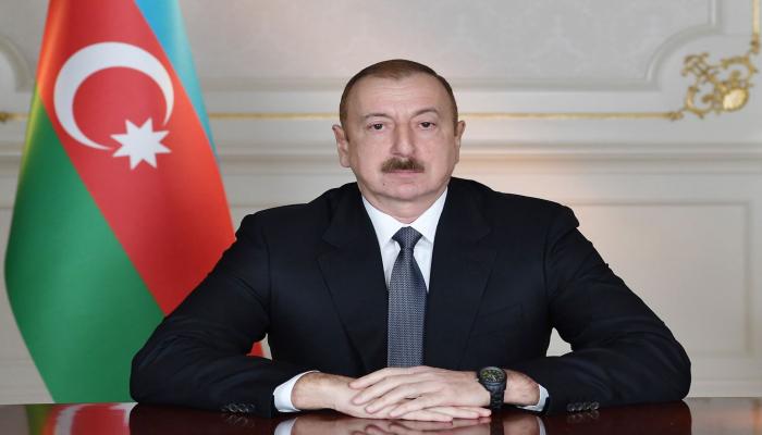Президент Ильхам Алиев наградил группу работников нефтяной промышленности