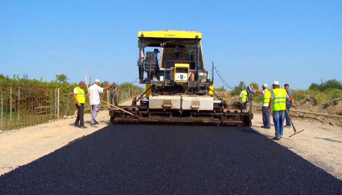 Ремонтируется дорога в приграничном селе Азербайджана