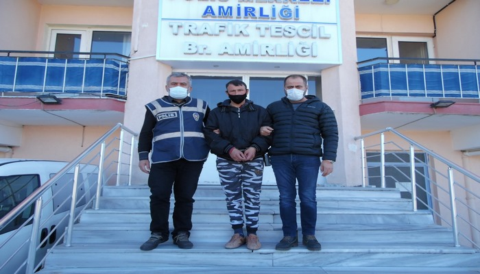 Manisa'nın Demirci ilçesinde bir kamu binası, işyerleri ve ikametgahlara girerek soygun yapan bir kişi tutuklandı.