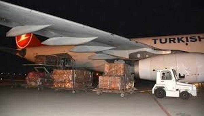 Türkiye'den tıbbi malzeme götüren yardım uçağı Özbekistan'da