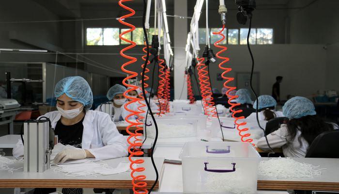 В Азербайджан завезено оборудование для производства медицинских масок