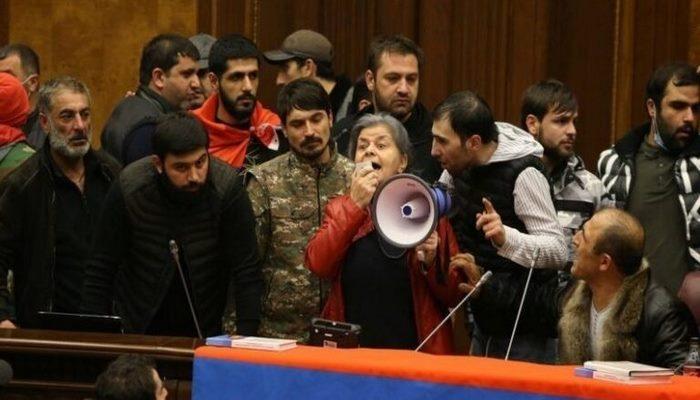 """Yerevanda yenidən etirazlar başladı: """"Qarabağla bağlı razılaşmanın ləğvini tələb edirik"""""""