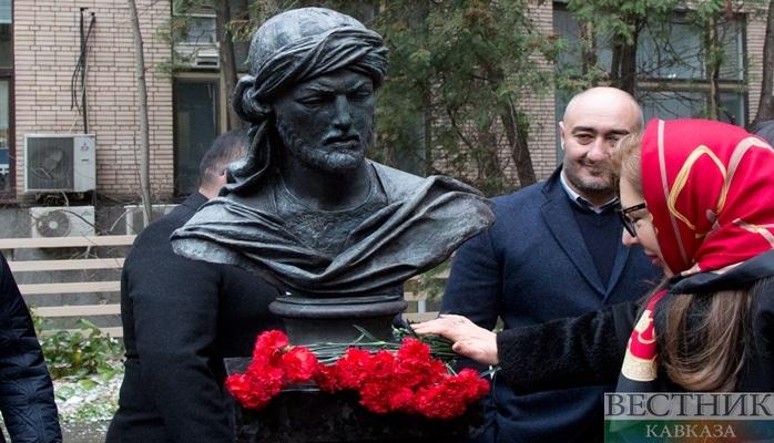 В Москве открыли памятник азербайджанскому поэту и мыслителю Имадеддину Насими